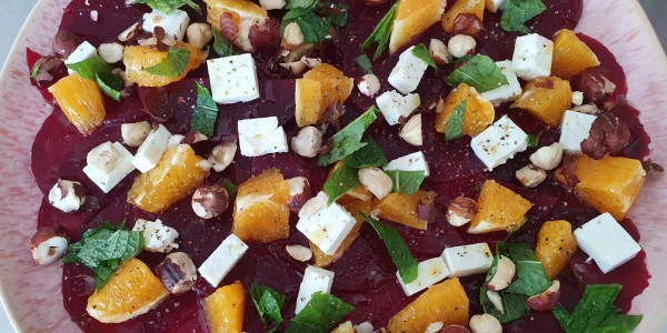 zomerse salade met biet, sinaasappel en feta